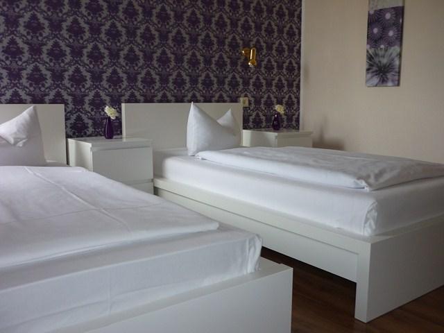 Zimmer_getrennte_Betten_[640x480]