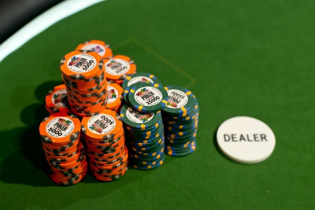 Menghitung Keuntungan Poker Akhir Tahun
