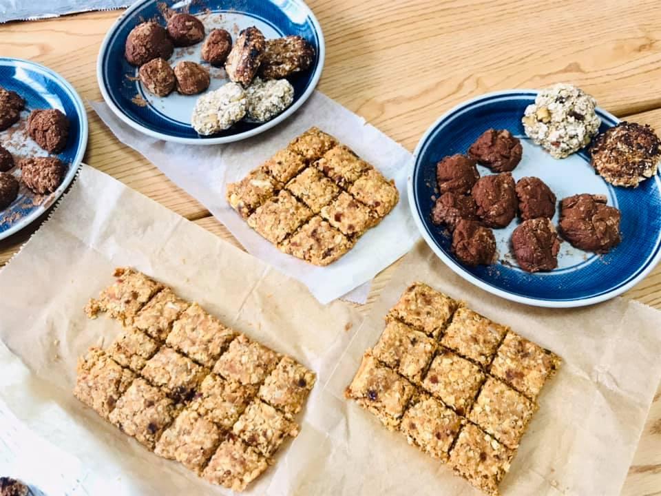 人参rawケーキ、バナナタヒニクッキー、お豆腐トリュフ