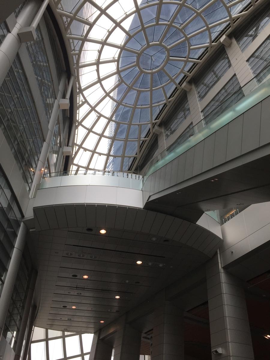 大阪歴史博物館正面入り口内部の天井部分
