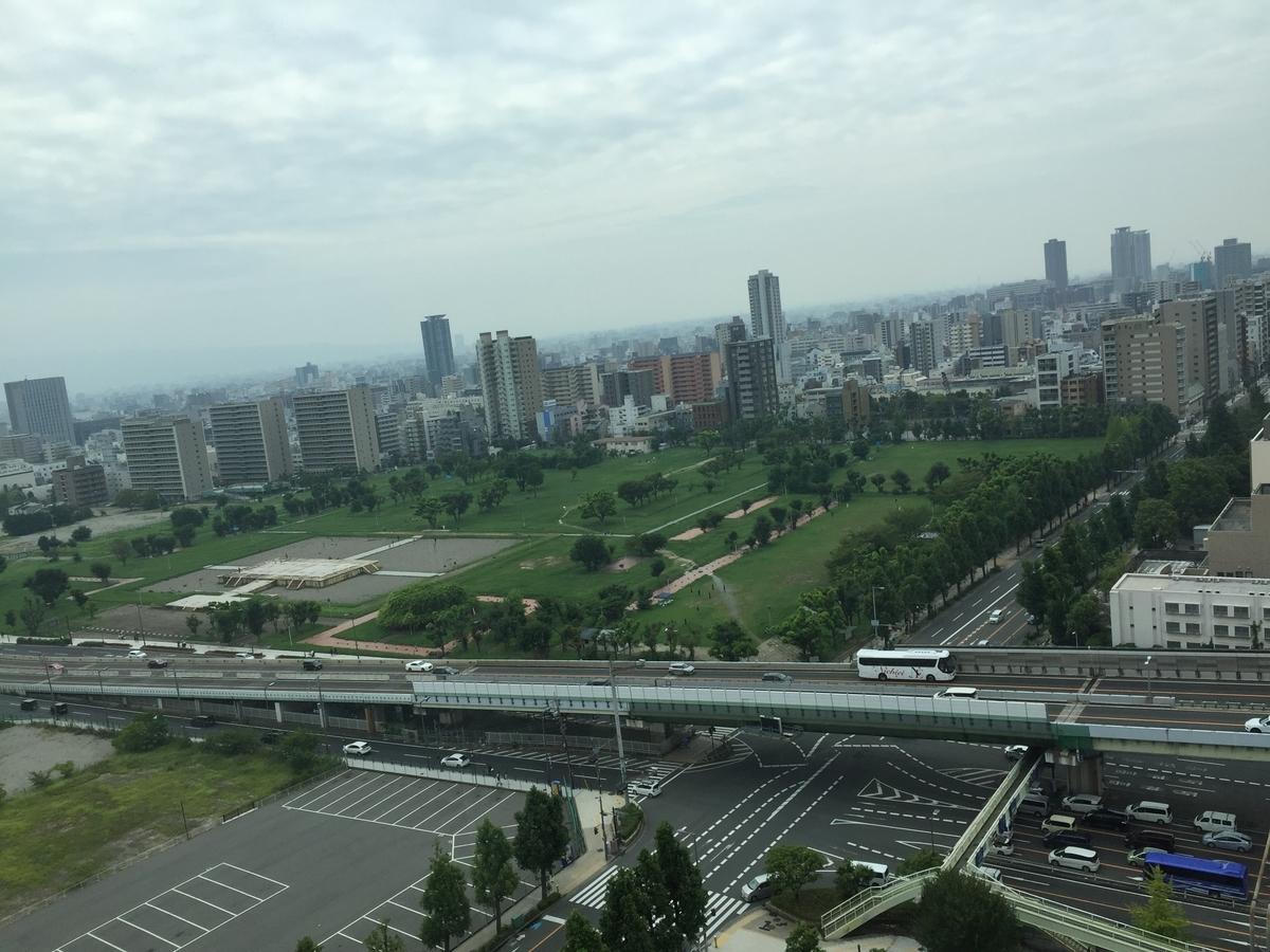 歴史博物館10階窓から見下ろした現在の難波宮跡の風景
