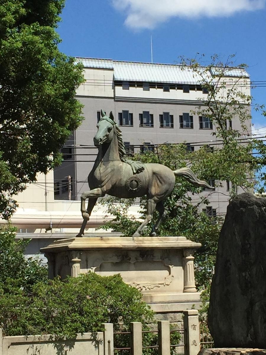 土佐稲荷神社 神馬 彫像
