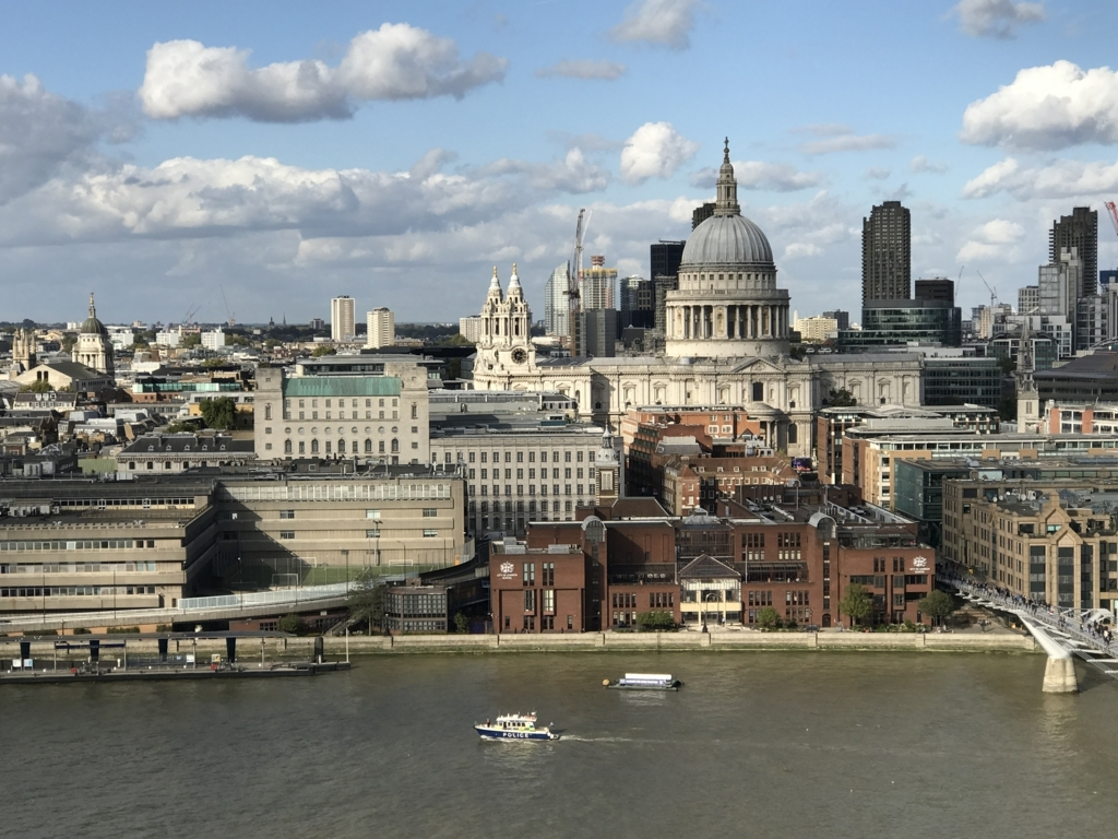 Tate Modern展望台からのセントポール寺院とテムズ川