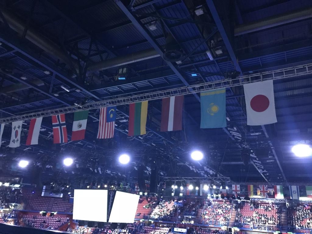 世界の旗の中に日本があるのは不思議な気持ちになる