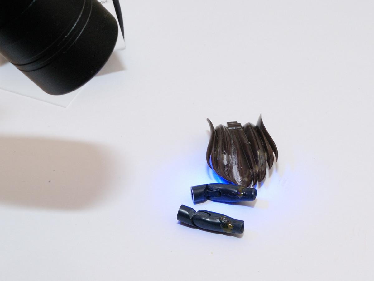 合わせ目消しのスキマを光硬化パテで埋める