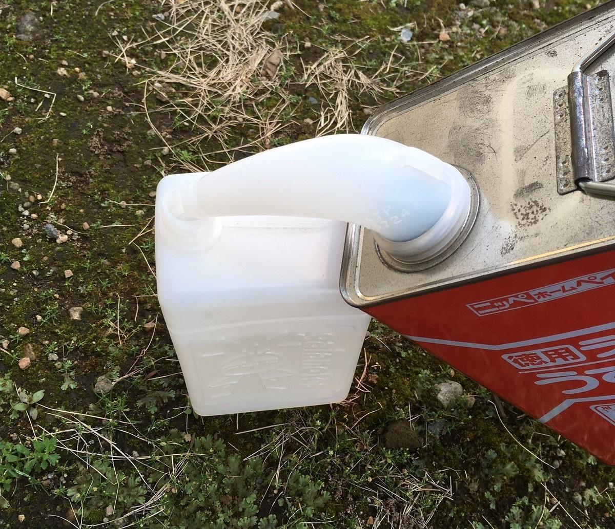 塗料缶から容器に移すための蛇口