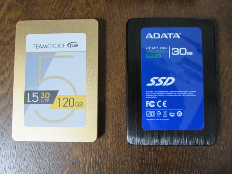 左がWindows10,右がLinuxMintを入れていたSSD
