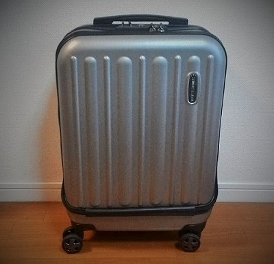 三泊四日のスーツケース