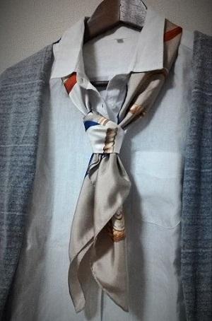 シルクスカーフ シャツ ネクタイ巻き