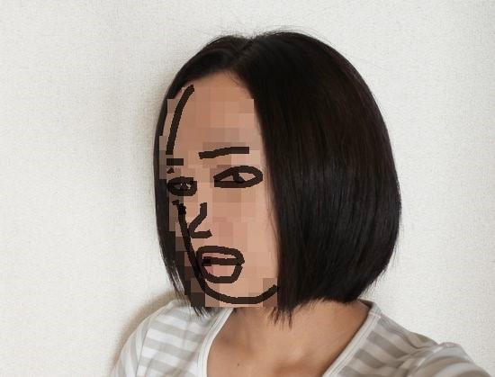 ブラシアイロンでくせ毛の髪を伸ば