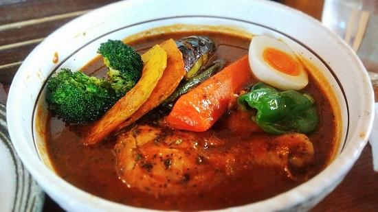 骨付きチキンと彩り野菜のスープカレー