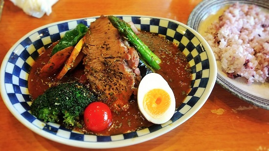 香味豚のローストと彩り野菜のスープカレー