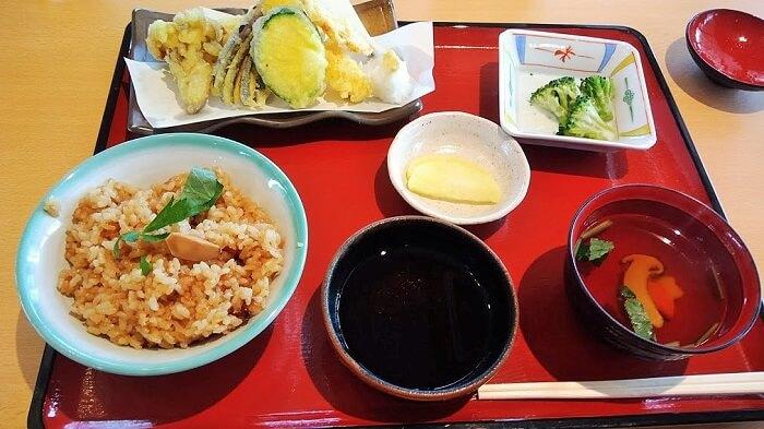 松茸ごはんと天ぷらセット