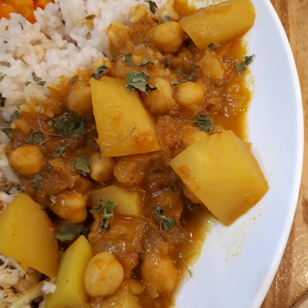 スパイスカレーBON'S 賀正プレート ジャガイモとひよこ豆のカレー