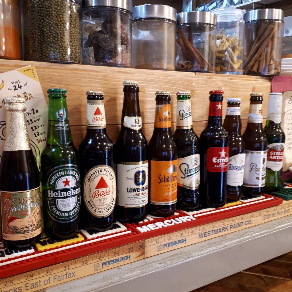 スパイスカレーBON'S ビールが並ぶ