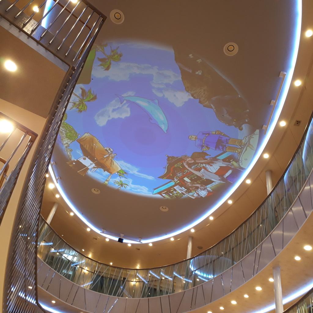 さんふらわあさつま エントランスの天井映像
