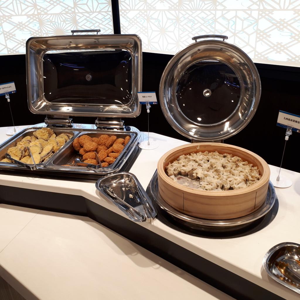 さんふらわあさつま レストラン 夕食ブッフェ さつまいも天ぷら、黒豚メンチカツ、高菜焼売