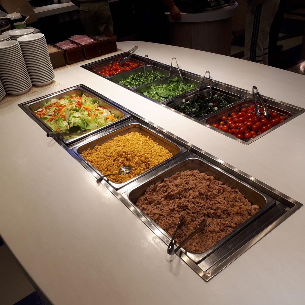 さんふらわあさつま レストラン 夕食ブッフェ サラダバー
