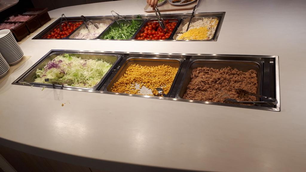 さんふらわあさつま レストラン 朝食ブッフェ サラダバー