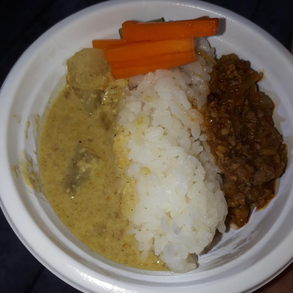 カレー屋 キムラゲンキ 3種のお肉と蓮根のキーマ 大根とアサリの粕汁風ダル あいがけ