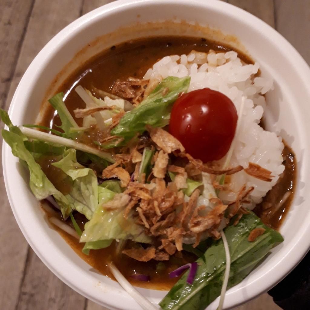札幌スープカレーGlitter  牡蠣とフレッシュ野菜のサラダスープカレー