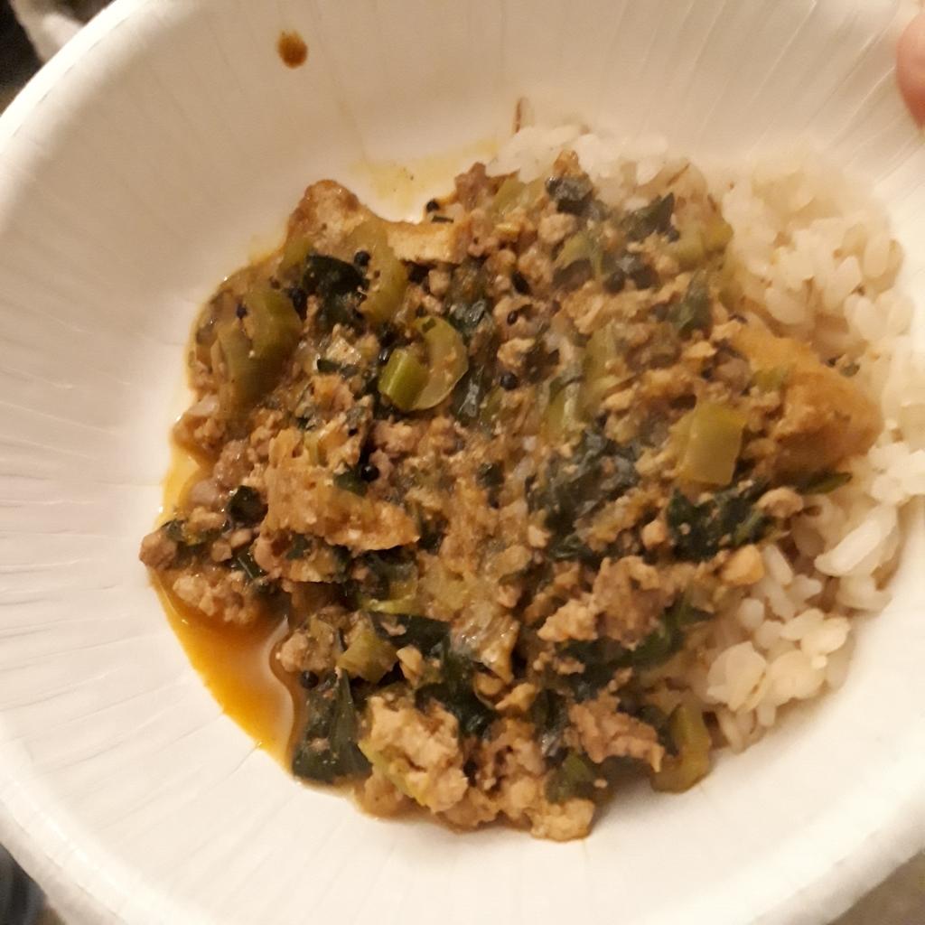 ヴァンバラ 鶏ひき肉と小松菜のカレー