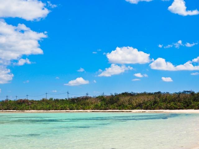 沖縄の青い海