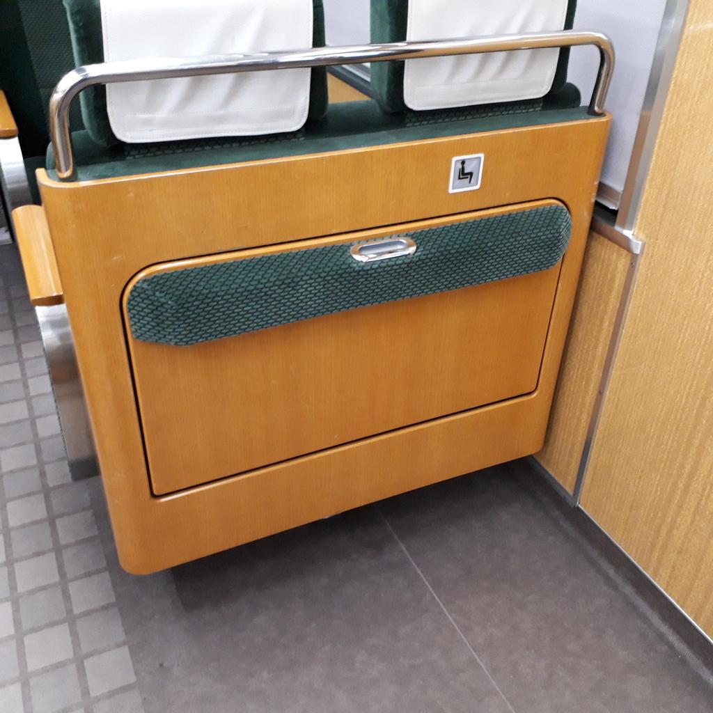 阪急9300系 補助席
