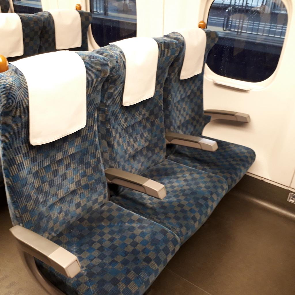 新幹線 みずほ号 さくら号 N700系7000番台、8000番台 自由席 3人掛け座席