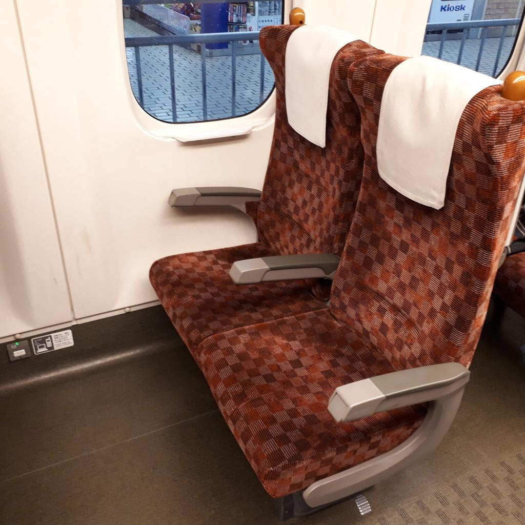 新幹線 みずほ号 さくら号 N700系7000番台、8000番台 自由席 2人掛け座席