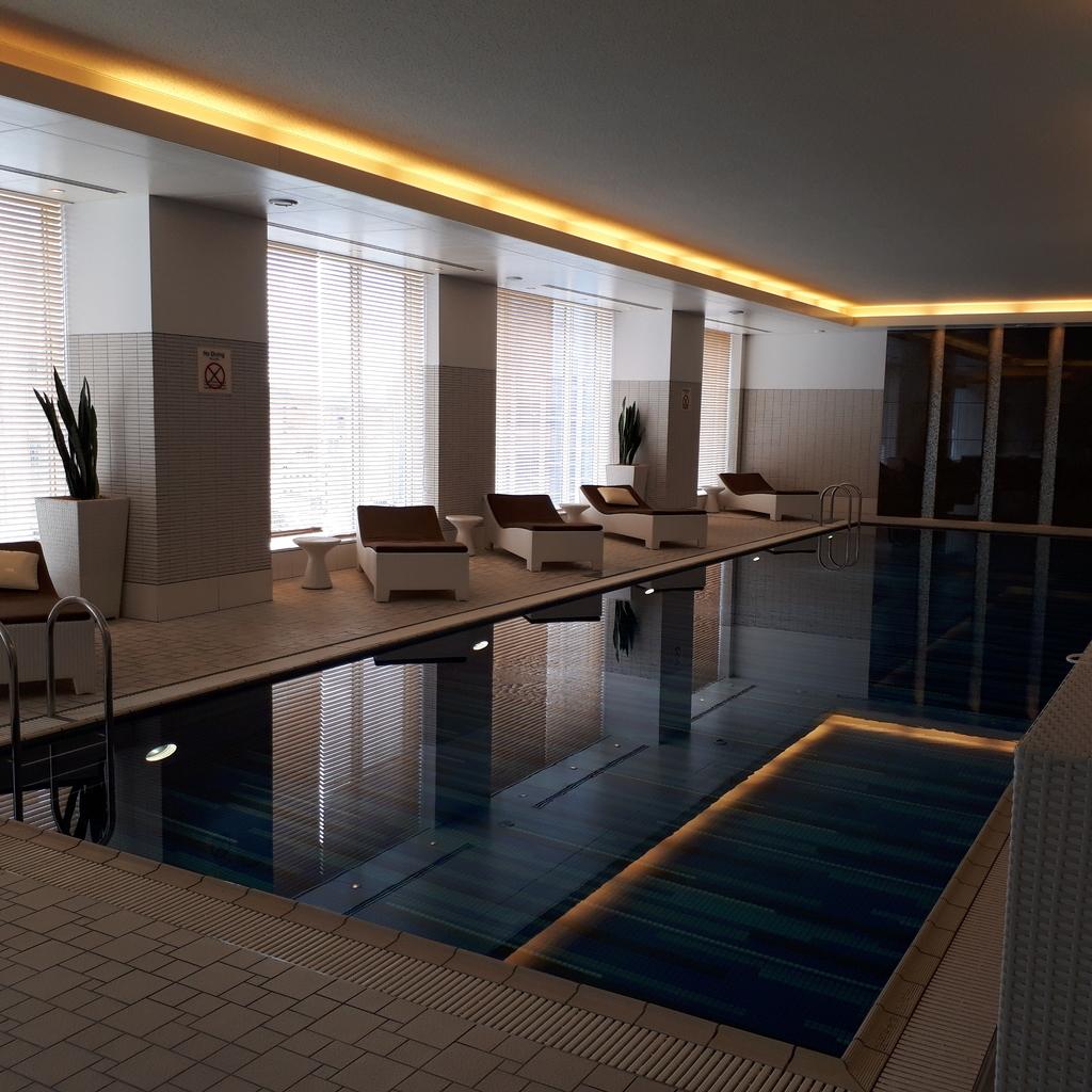 シェラトングランドホテル広島 8階 プール