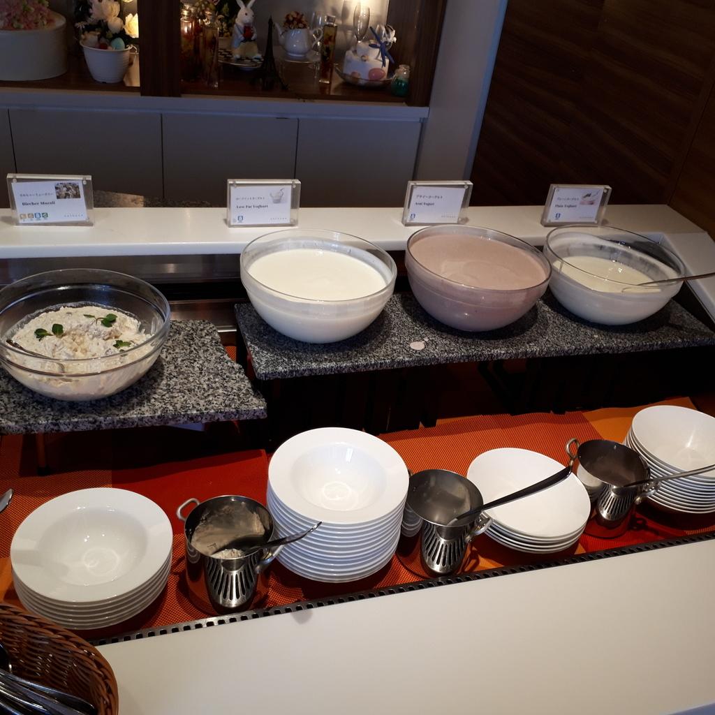 シェラトングランドホテル広島 クラブラウンジ 朝食 デザート ヨーグルト