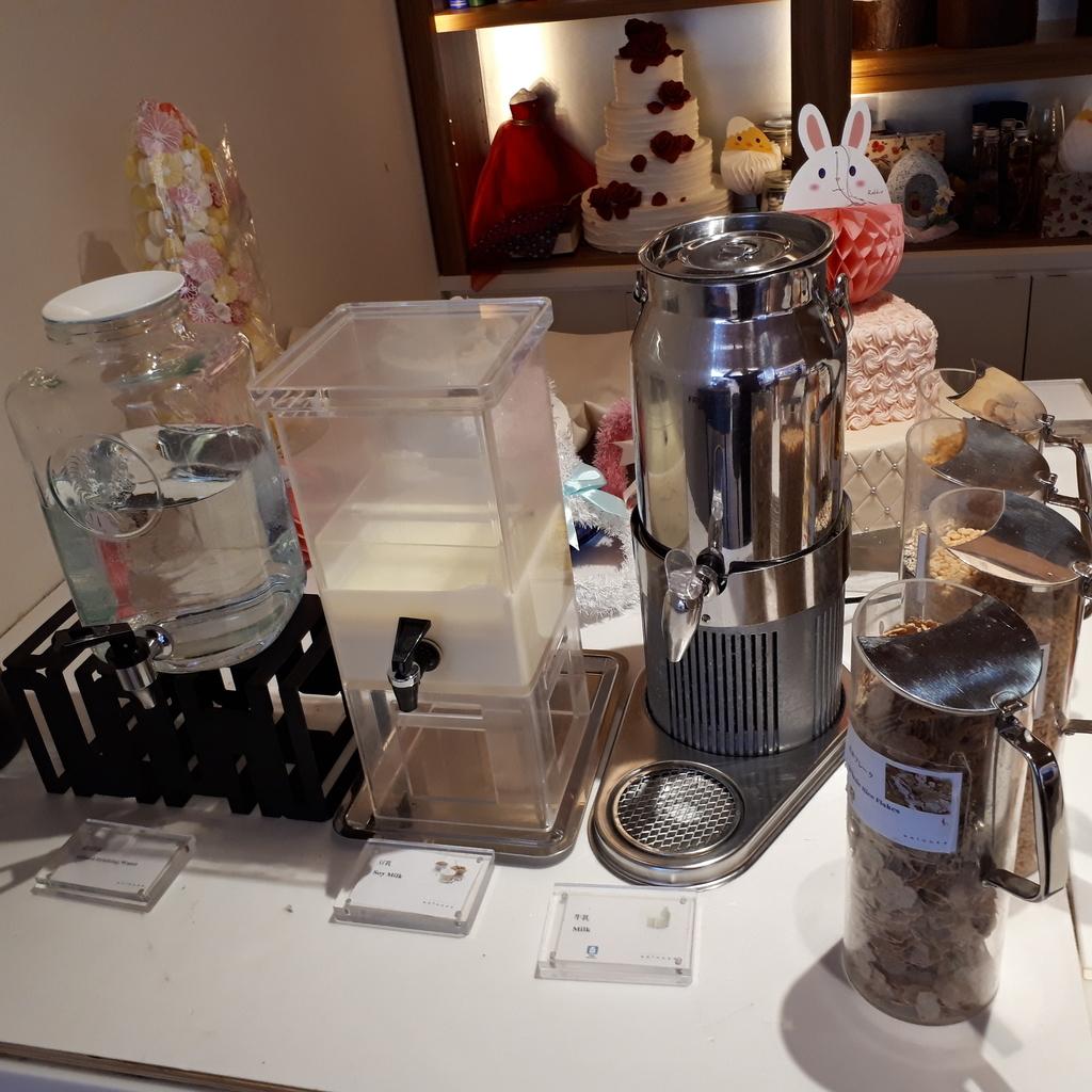 シェラトングランドホテル広島 ブッフェレストラン ブリッジ 朝食 牛乳とシリアル