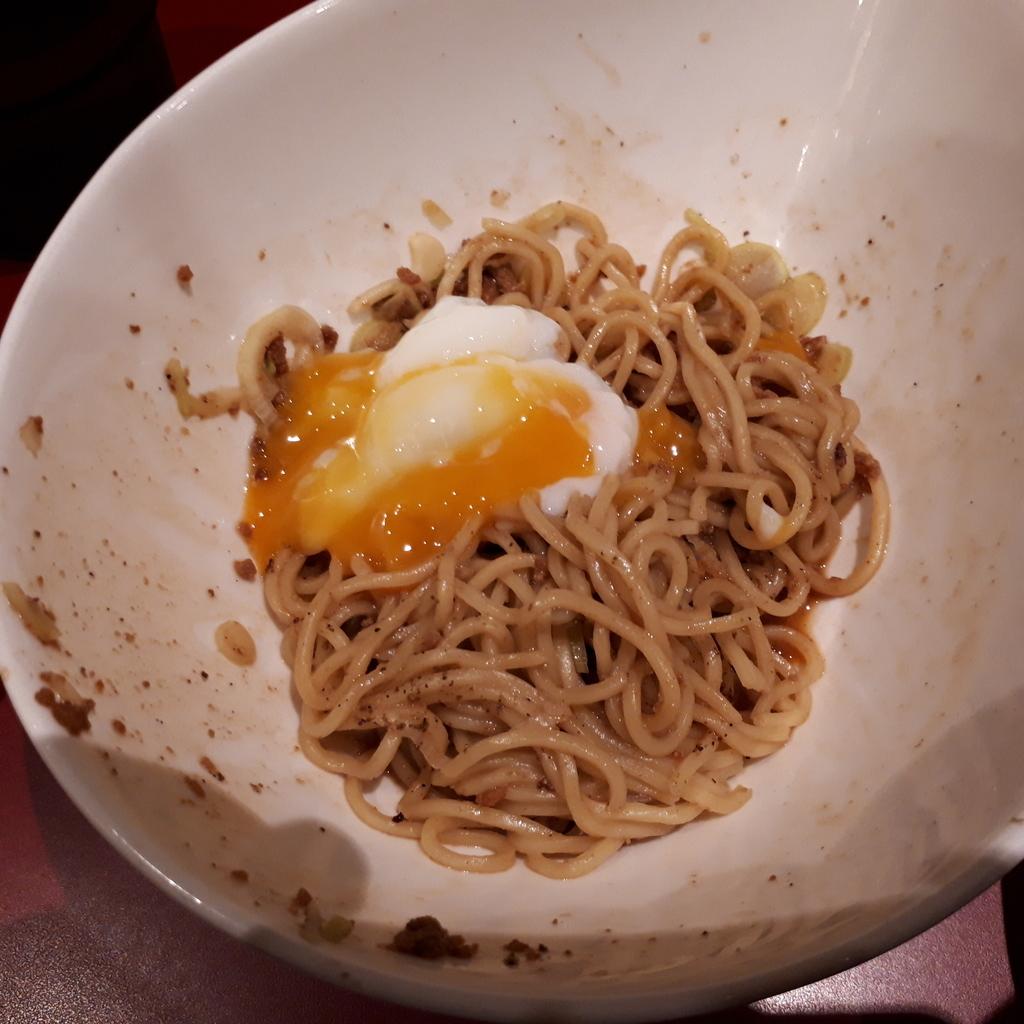 くにまつ+武蔵坊 汁なし坦坦麺 くにまつハーフ 温玉をオン