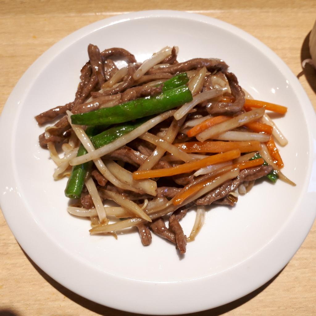 紅海月 ハーフ&ハーフランチセット 牛肉と季節野菜のXO醤炒め