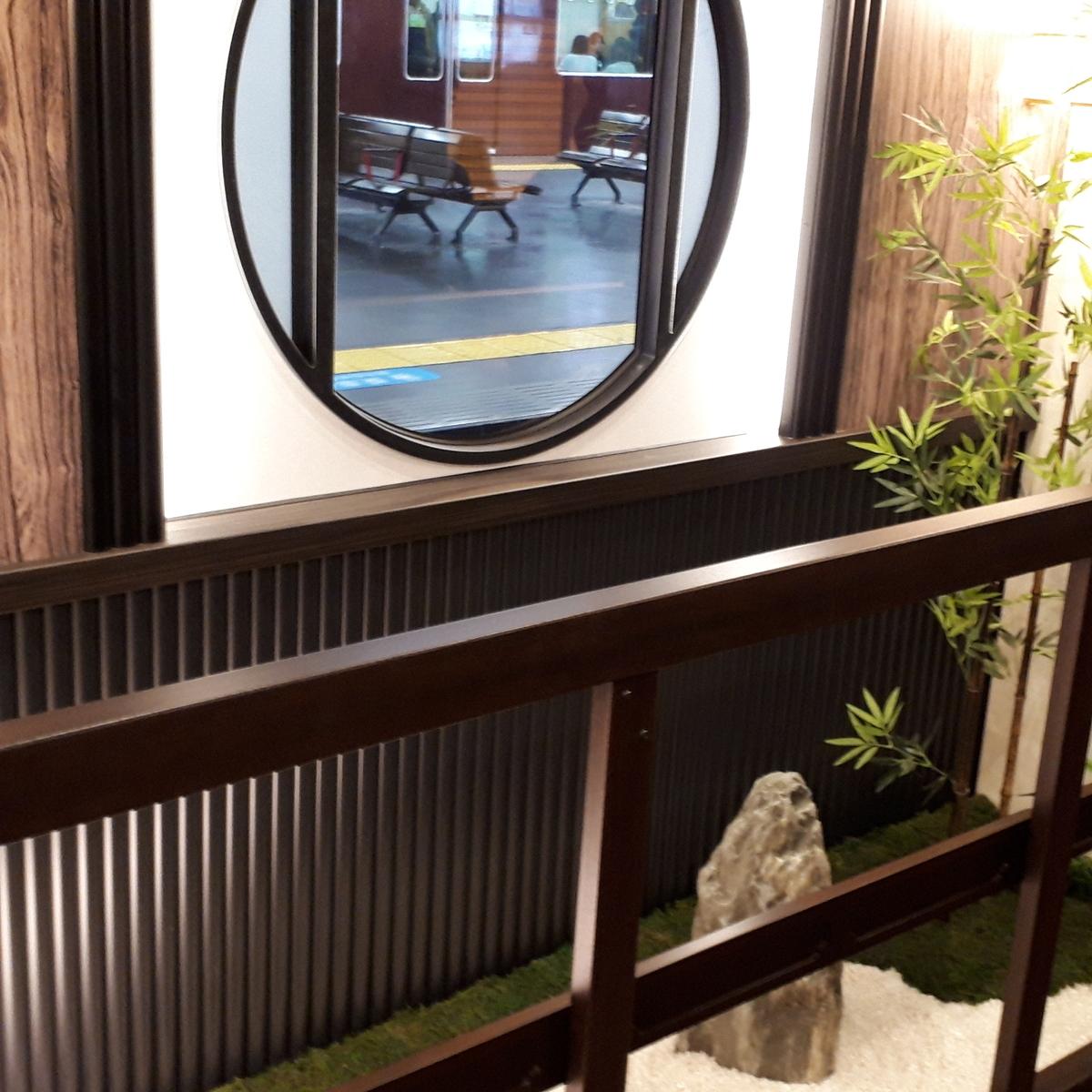 京とれいん雅洛 2号車 枯山水の庭