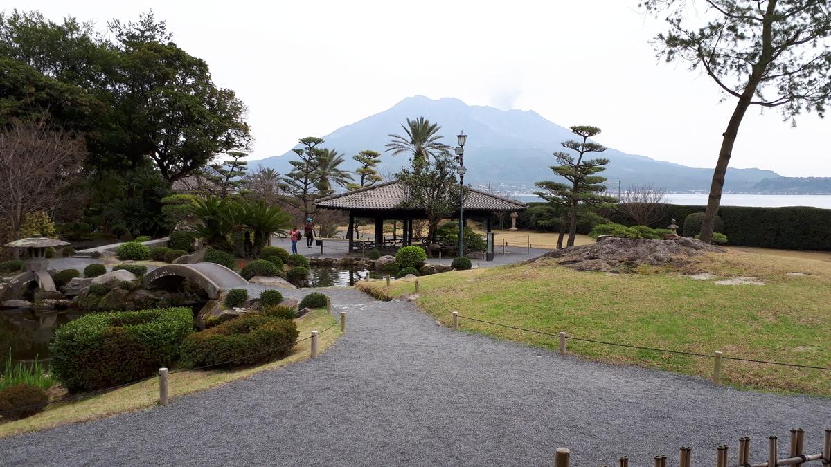 仙厳園 御殿から見る庭園と桜島