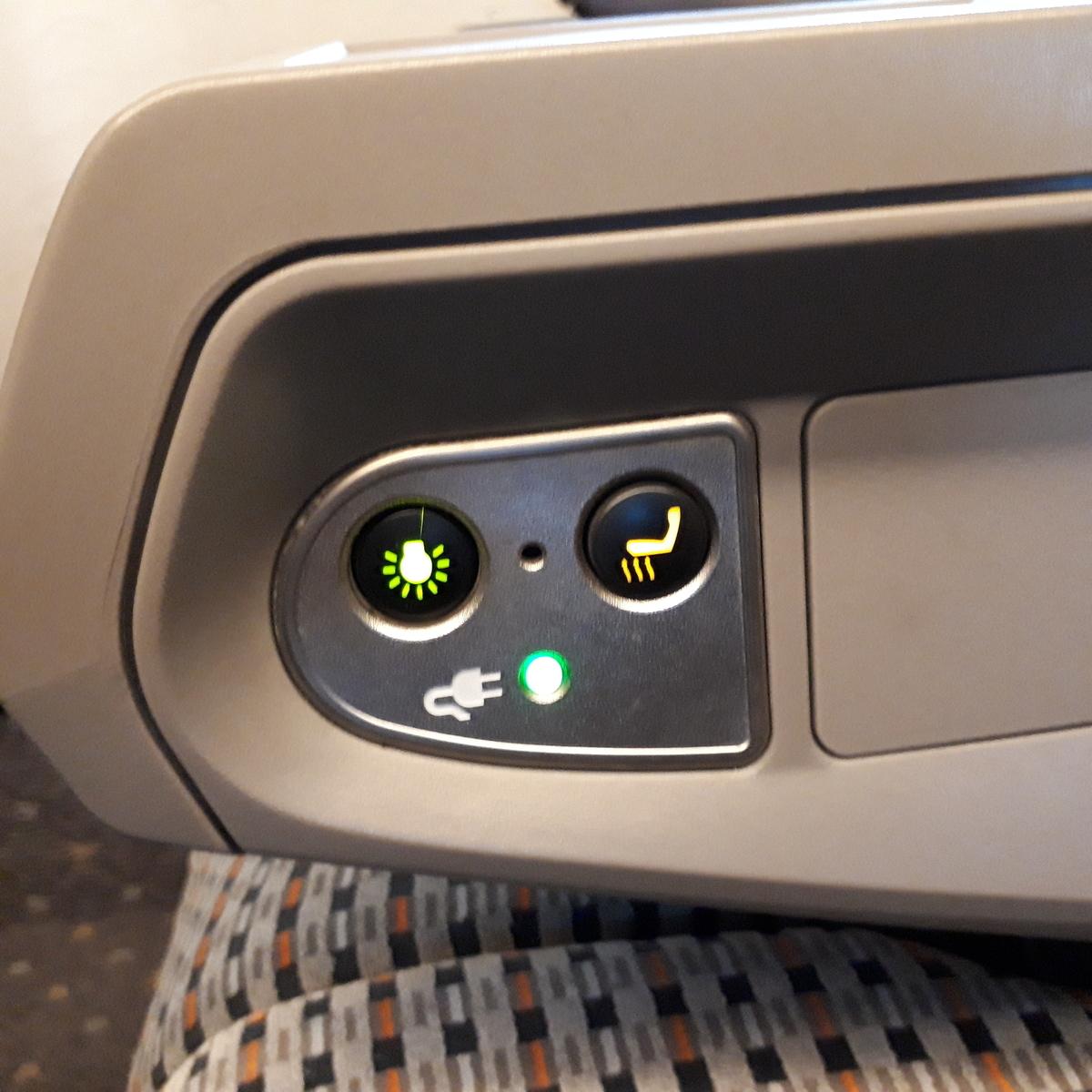 新幹線N700系 のぞみ グリーン車 座席 ひじ掛け