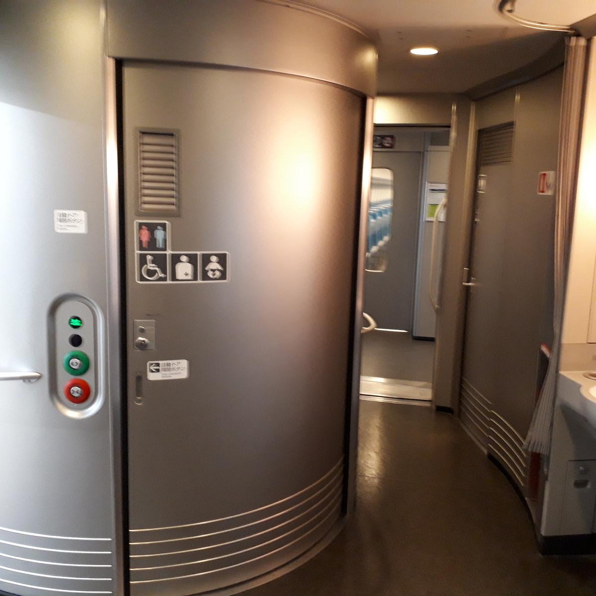 新幹線N700系 のぞみ 11号車 多目的お手洗い