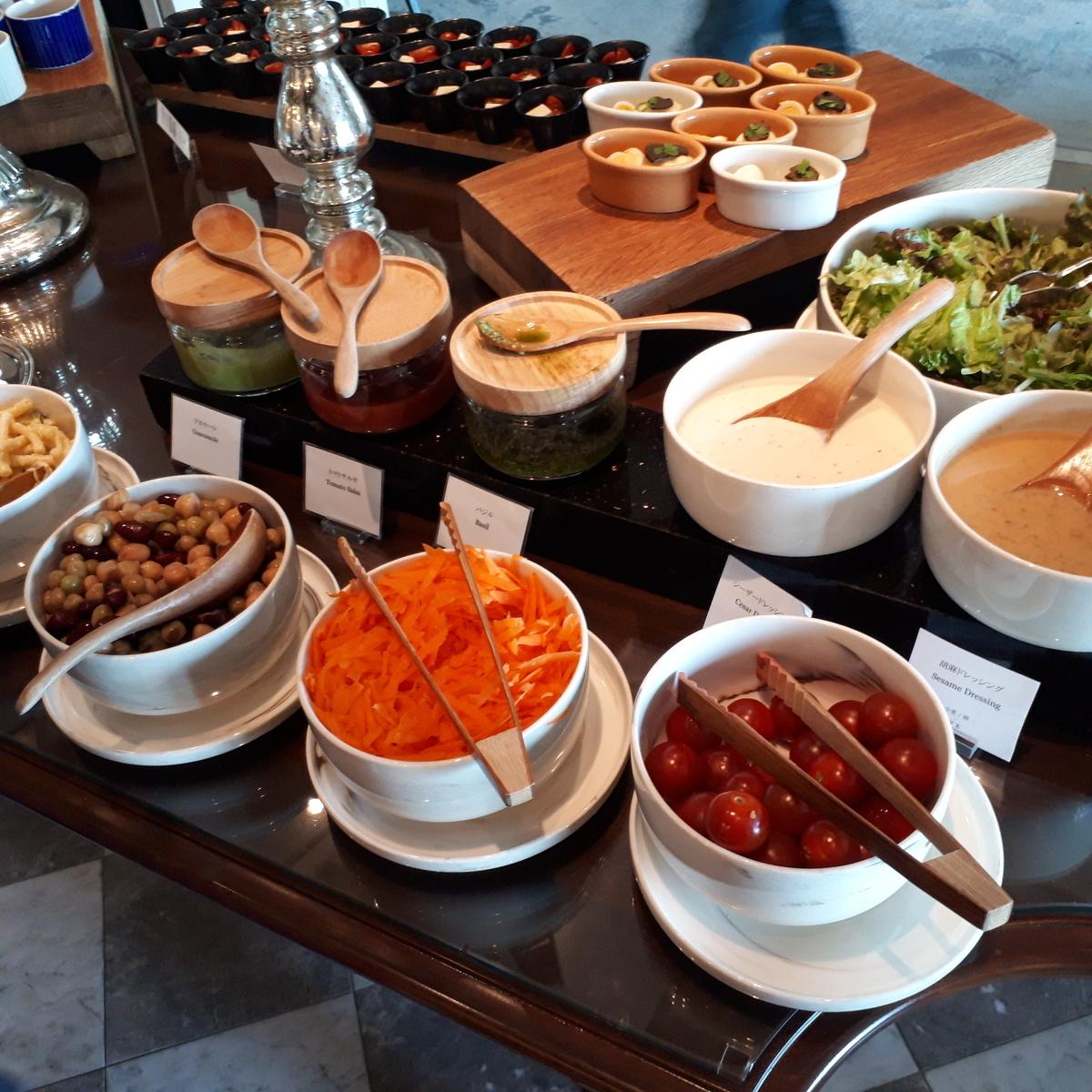 リッツカールトン大阪 クラブラウンジ 夕食前の前菜 サラダ