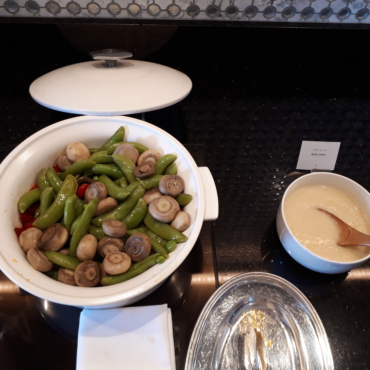 リッツカールトン大阪 クラブラウンジ 朝食 マッシュルーム いんげん パプリカ