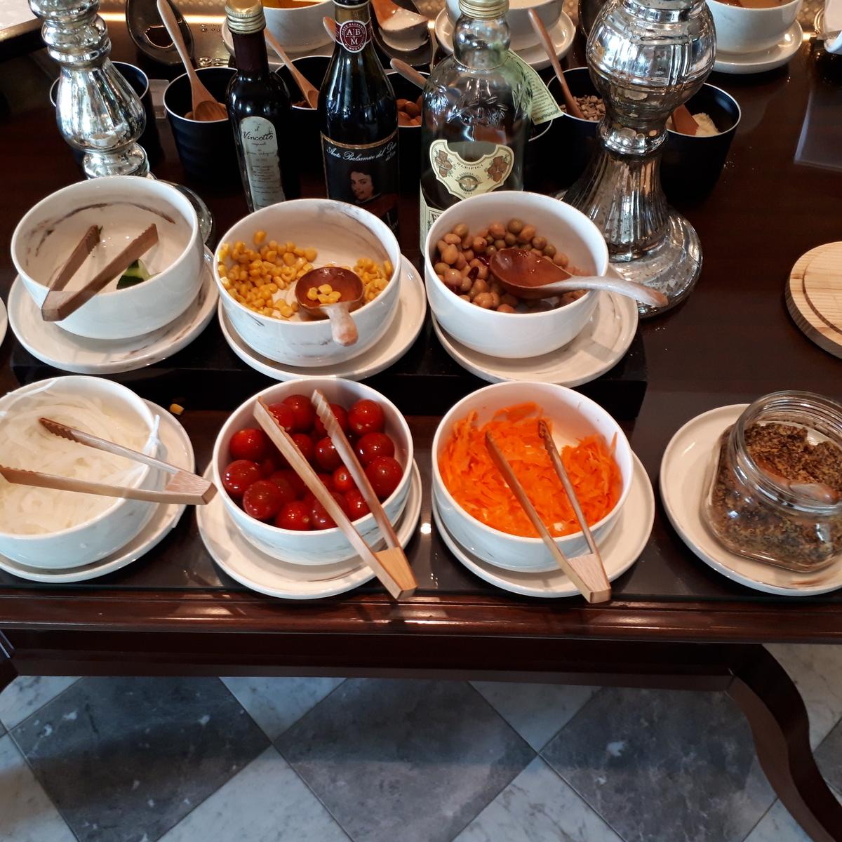 リッツカールトン大阪 クラブラウンジ 朝食 サラダ
