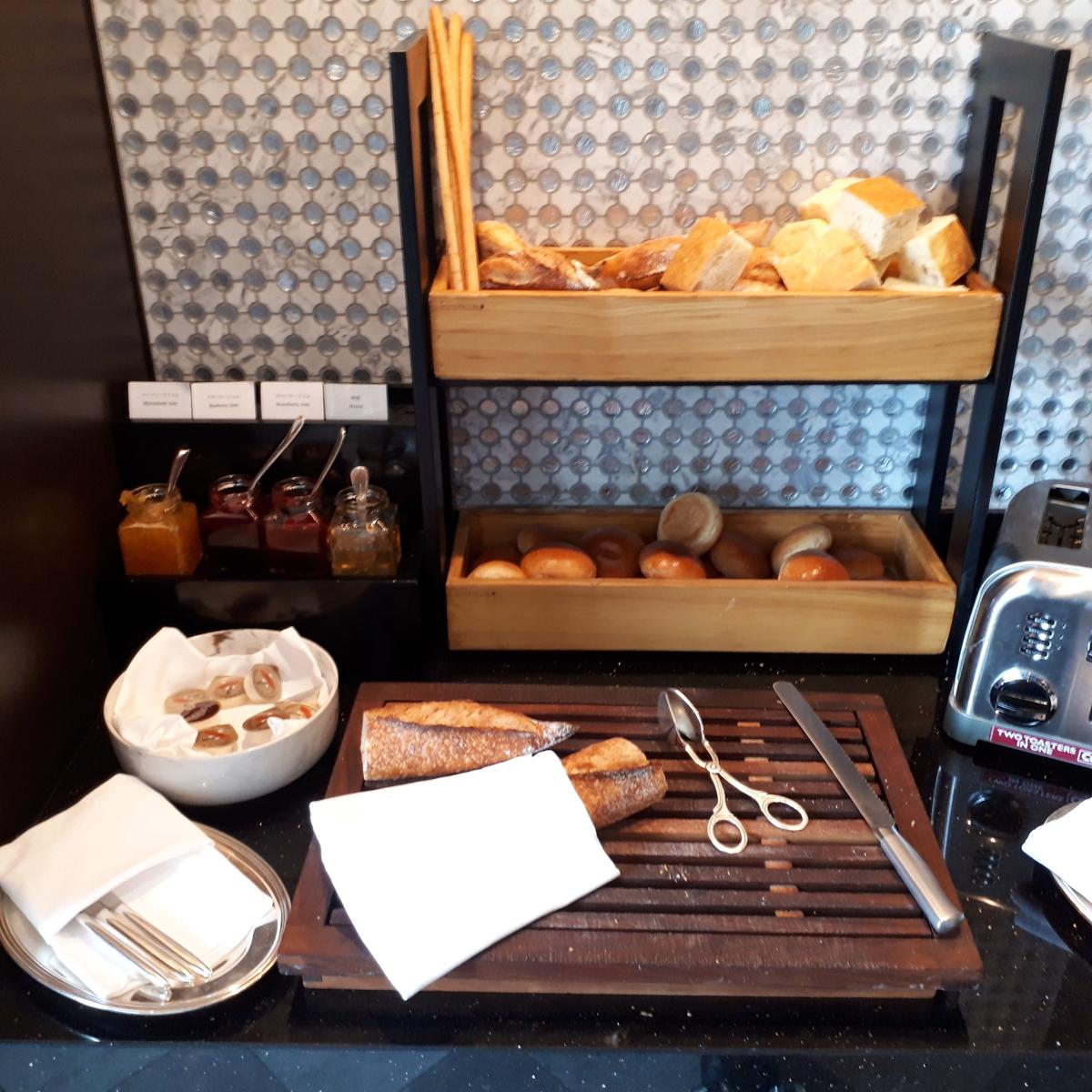 リッツアールトン大阪 クラブラウンジ 軽食 パン