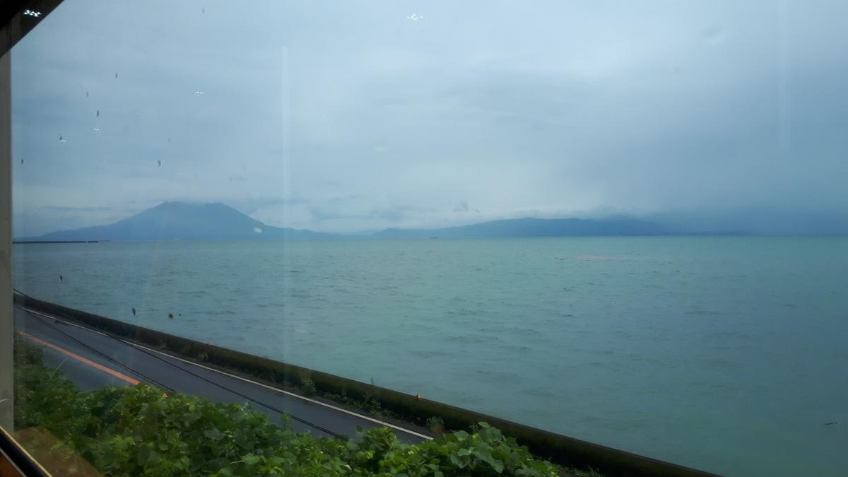 特急 指宿のたまて箱 錦江湾と桜島