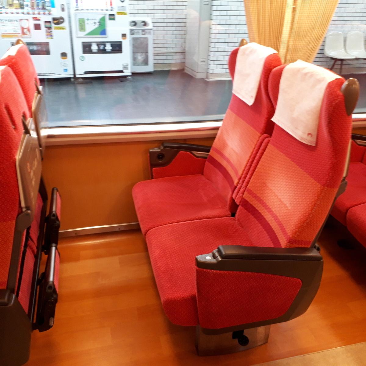 近鉄 さくらライナー 26000系 レギュラーカー 座席