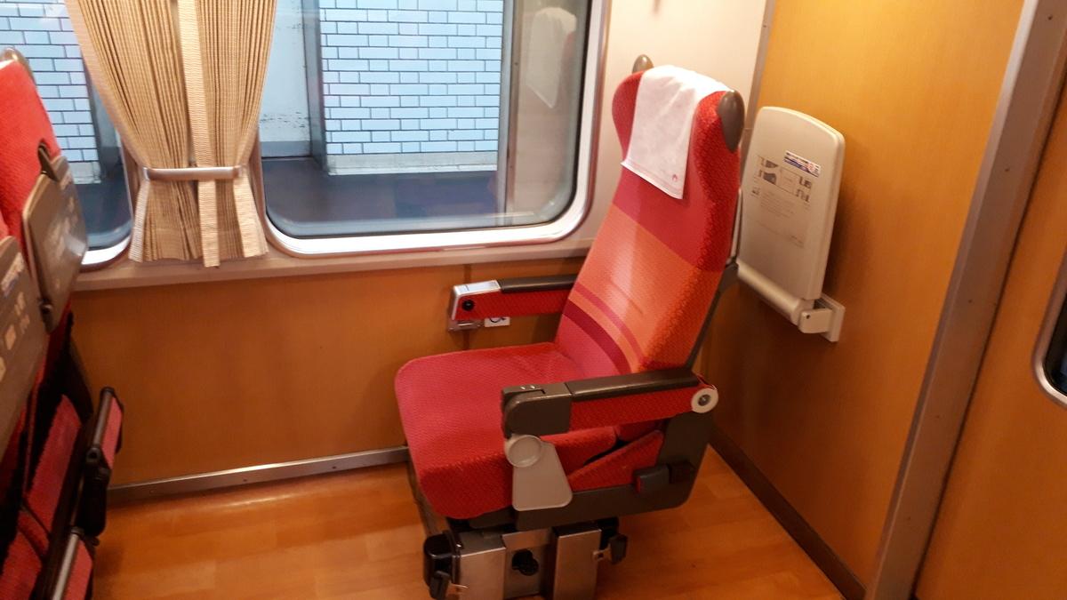 近鉄 さくらライナー 26000系 2号車 車いす用座席