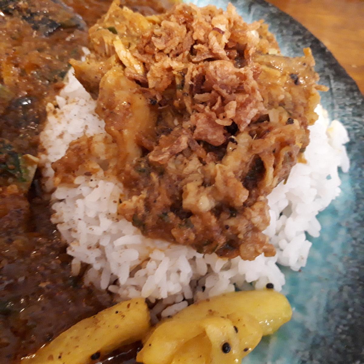 wacca 2019年8月3日 鶏と鰹の出汁カレーとパキスタン式無水チキンのダブルチキンカレー  無水チキンカレー