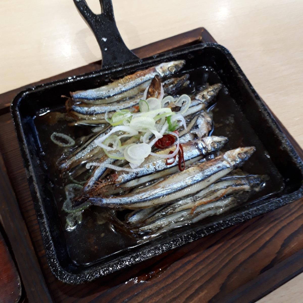 山川駅前 旅館 くり屋 食堂 きびなごにんにくオイル煮