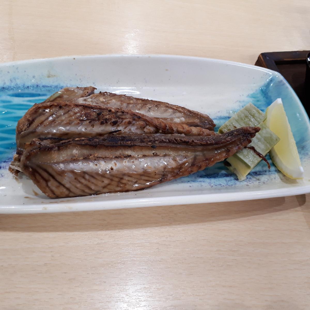 山川駅前 旅館 くり屋 食堂 鰹のハラ皮