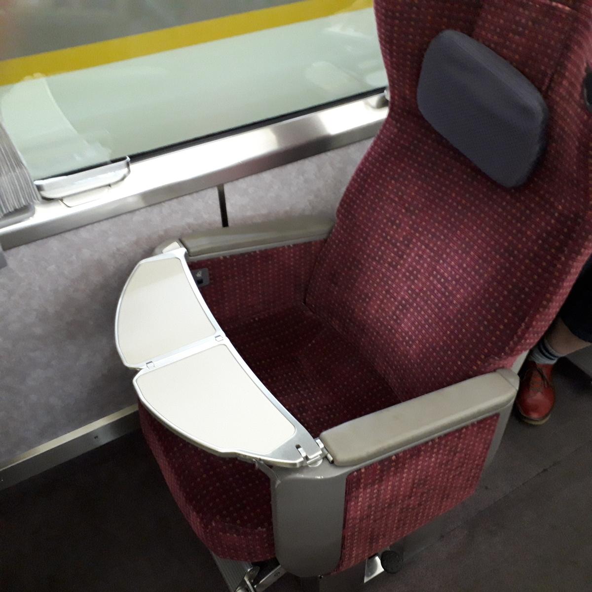 近鉄 アーバンライナーnext 21020系 デラックスカー 1人席
